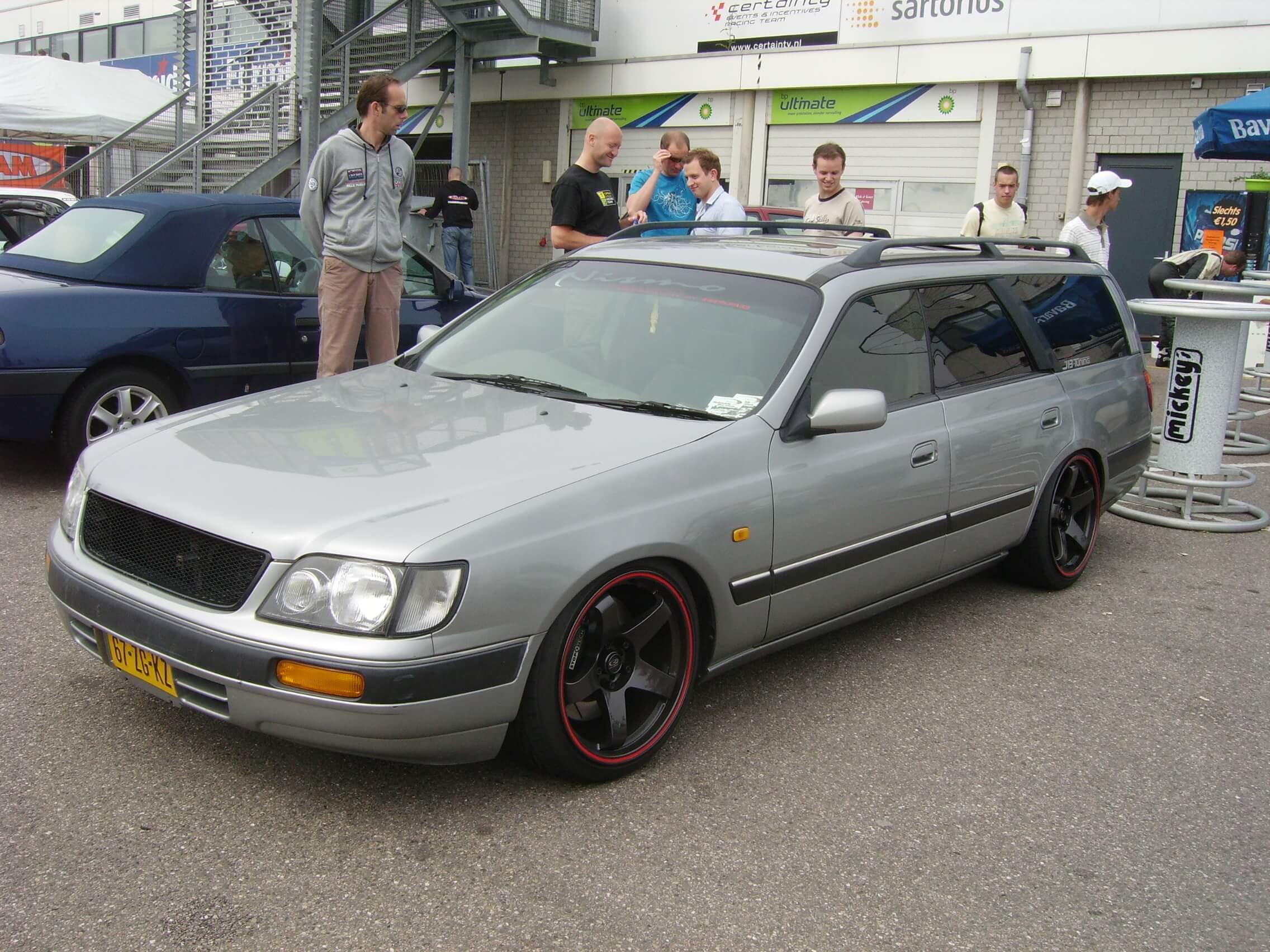 67-ZG-KZ: NISSAN ESTATE uit 1996